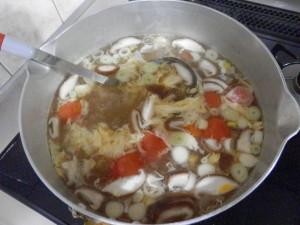 鍋で煮ているところ