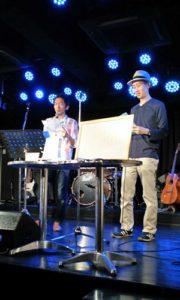 ひきこもり川柳を紹介する勝山さんと近藤さん