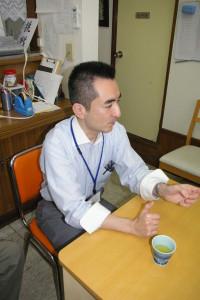 インタビューに答える柳川さん