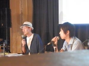 トークセッションをする勝山さんと哲生さん
