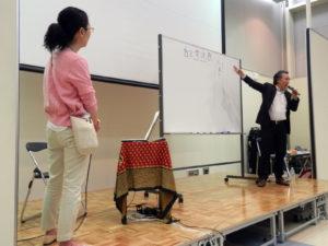 トークイベント中の泉谷閑示さんと林恭子さん